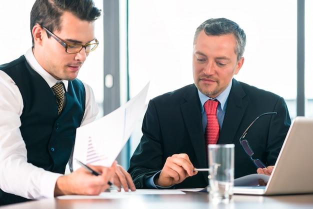 Pessoas negócio, -, reunião, em, um, escritório