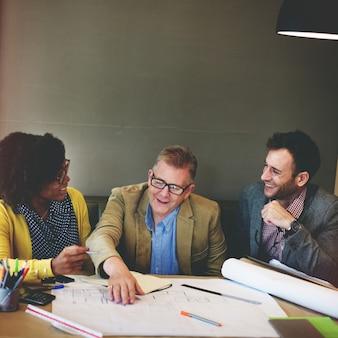 Pessoas negócio, trabalhando, junto, em, projeto