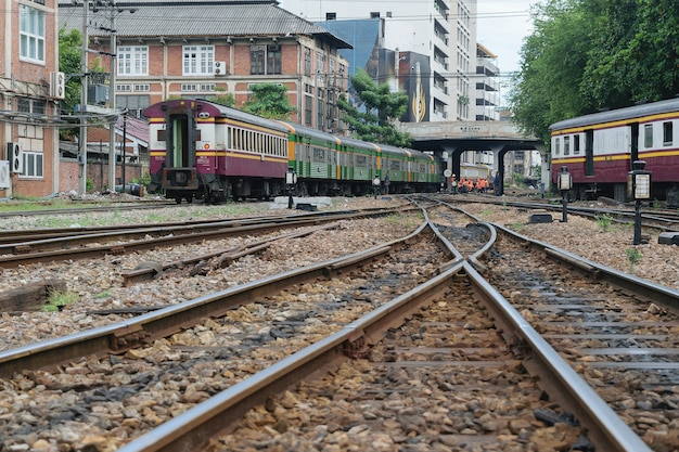 Pessoas no trem tailandês