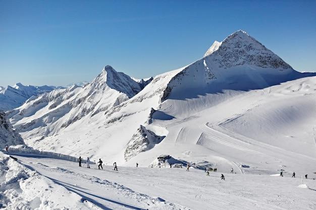 Pessoas nos alpes austríacos