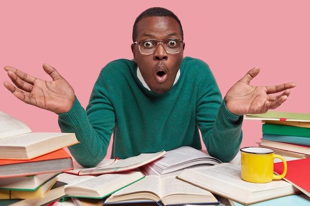 Pessoas, preparação para exames e conceito de estudo