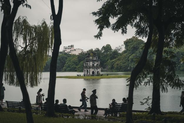 Pessoas, relaxante, frente, lago, hanoi, vietnã