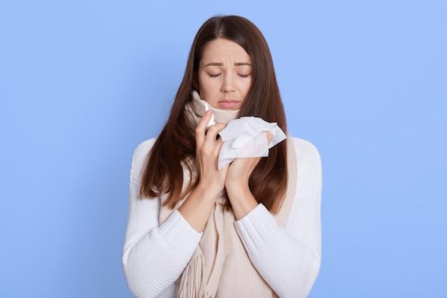 Pessoas, saúde, rinite, resfriado e alergia.