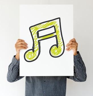 Pessoas segurando o ícone da música em um papel