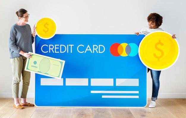 Pessoas, segurando, um, cartão crédito