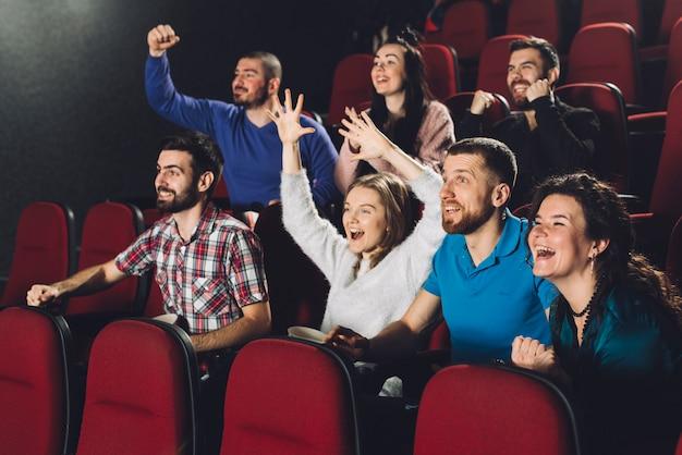 Pessoas, tendo divertimento, em, cinema