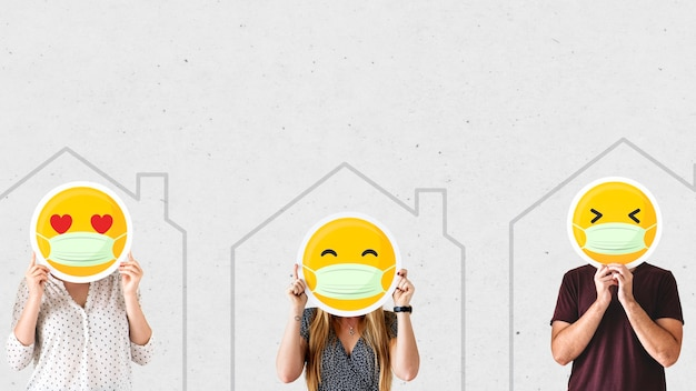 Pessoas usando máscaras faciais e auto-isolamento devido ao modelo social covid-19