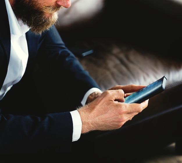 Pessoas usando smartphones