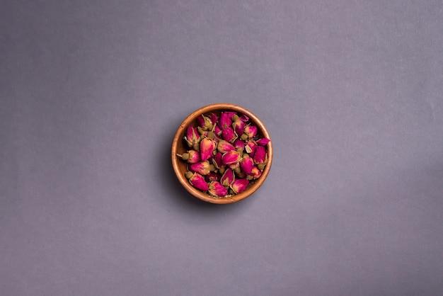Pétalas de rosas secas: para o chá, medicina alternativa, pot-pourri.