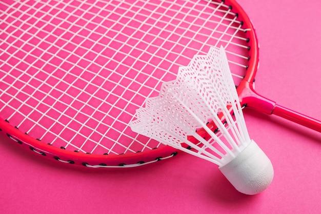 Peteca e raquete de badminton