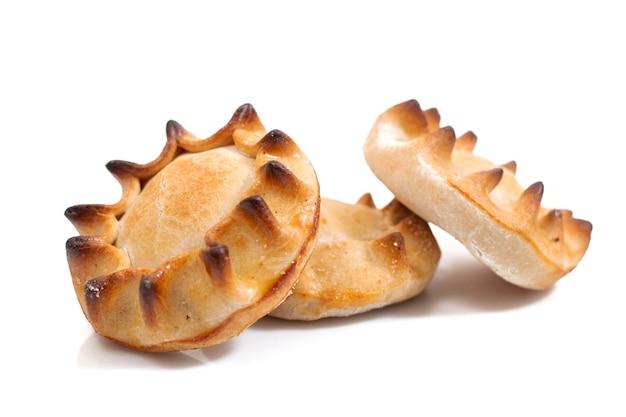 Petisco típico, pastéis de carnes recheadas e outros ingredientes vendidos na maioria dos cafés e restaurantes portugueses.