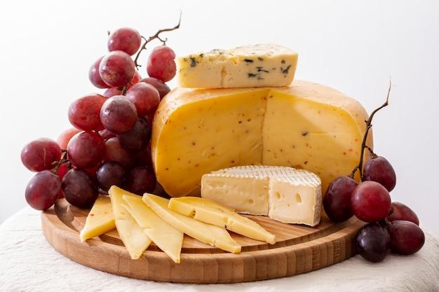 Petiscos gourmet do close-up em uma tabela