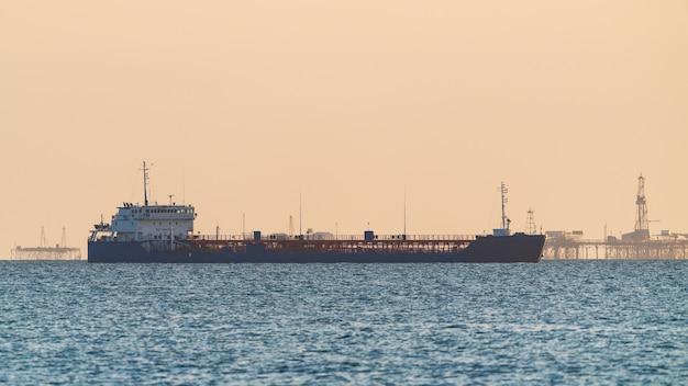 Petroleiro em alto mar