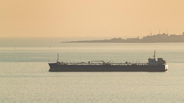 Petroleiro no mar