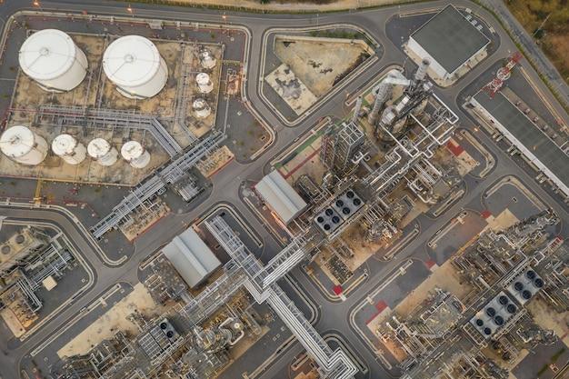 Petróleo de refinaria e zona de petróleo na vista aérea de tailândia