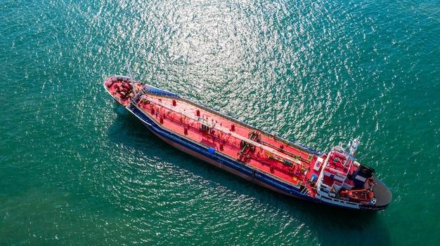 Petróleo de vista aérea / navio-tanque químico em mar aberto