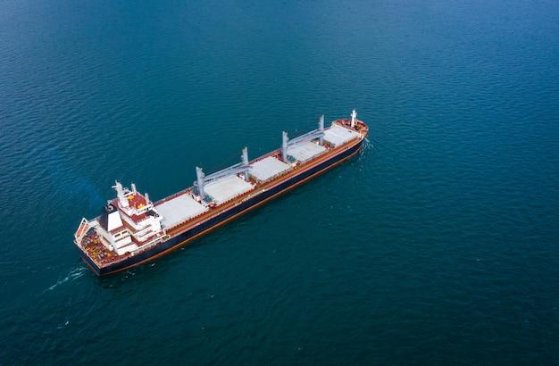 Petróleo e gás com petroleiro petroquímico transporte importação exportação negócios internacional mar aberto