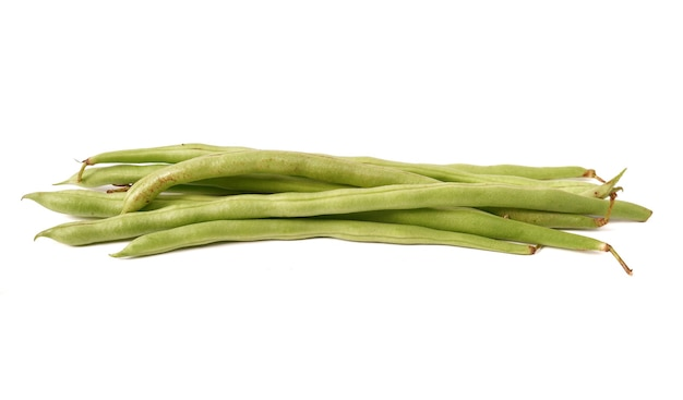 Phaseolus vulgaris ou feijão comum em fundo branco.