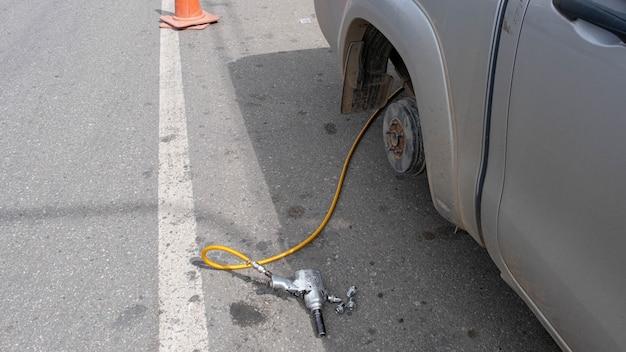 Phichit thailand 23072021aguarde até que o carro seja desmontado para reparos para poder usá-lo novamente