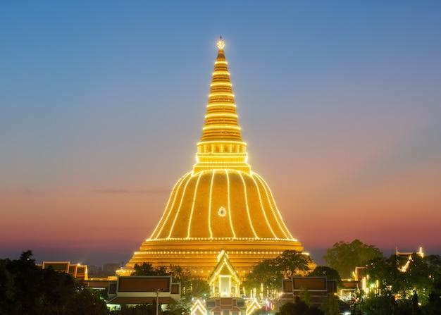 Phra pathom chedi, o maior stupa na tailândia na província de nakhon pathom da tailândia