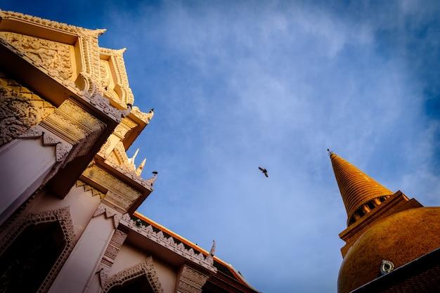 Phra pathom chedi sanctuary é uma parte vital da tailândia