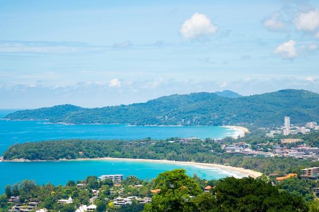 Phuket tailândia. vista da paisagem no ponto de vista kata, phuket, tailândia.