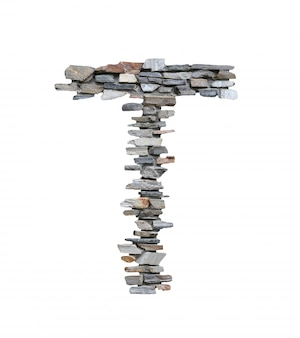 Pia batismal de t a criar da parede de pedra isolada no branco.