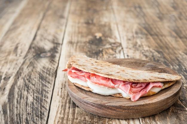 Piadina comida italiana típica