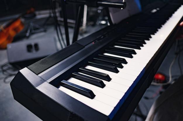 Piano no estúdio de gravação