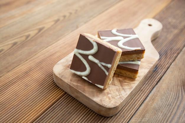 Picadas de caramelo sem glúten, sem farinha, sem açúcar, comida vegetariana ou vegetariana, sobremesa.