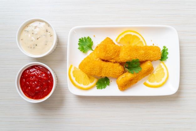 Picadinho de peixe frito ou batata frita de peixe