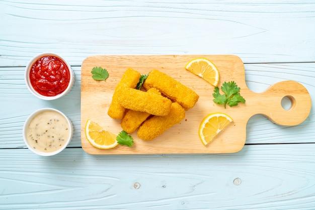 Picadinho de peixe frito ou batata frita peixe com molho