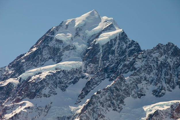 Pico da montanha com neve. aoraki mount cook, nova zelândia