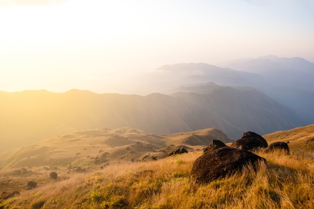 Pico da montanha de mulayit colina no país de mianmar