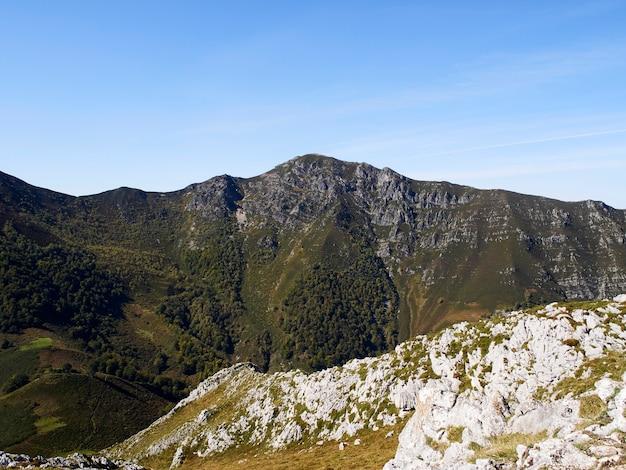 Pico da montanha nas astúrias, espanha
