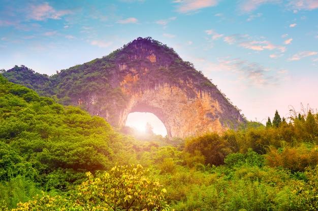 Pico de viagem panorâmica reflexo dos rios verdes