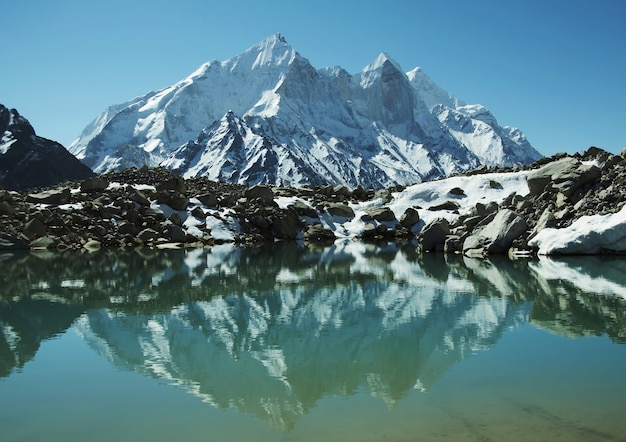 Pico do bhagirathi parbat no himalaia