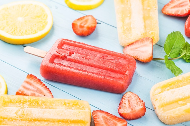 Picolés de frutas saudáveis