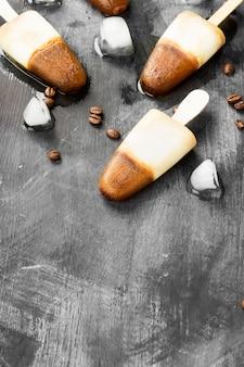 Picolés de sorvete de café