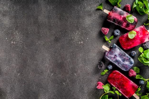 Picolés de sorvete de frutas simples