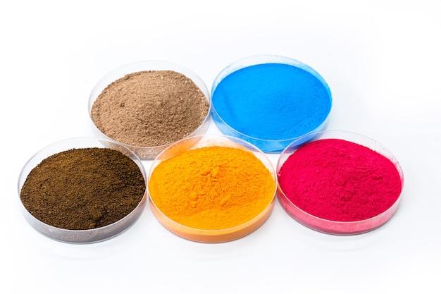 Pigmentos coloridos, óxidos de ferro usados como corante, nas cores laranja, azul e rosa