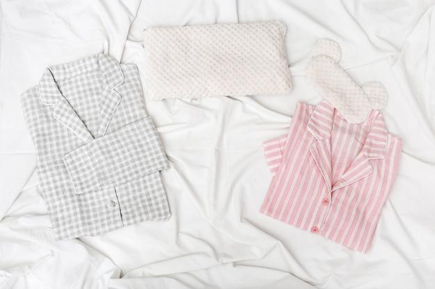 Pijama rosa e cinza para homem e mulher