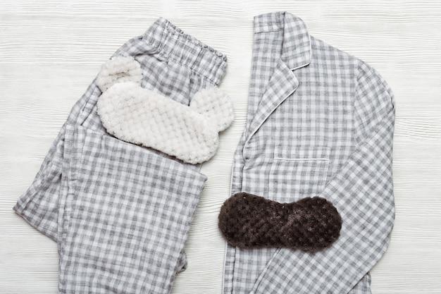 Pijamas dormindo roupa e máscara de olho engraçado