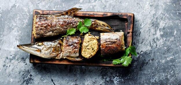 Pike recheado com legumes