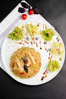 Pilaf com legumes e alface