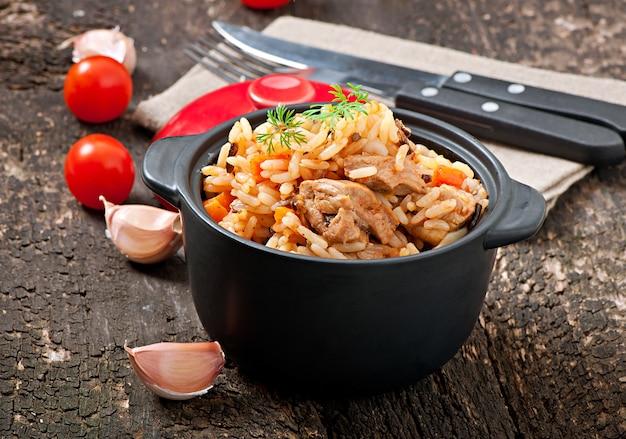 Pilaf - mingau de arroz com carne e especiarias