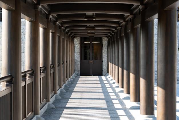 Pilar de madeira em templo chinês