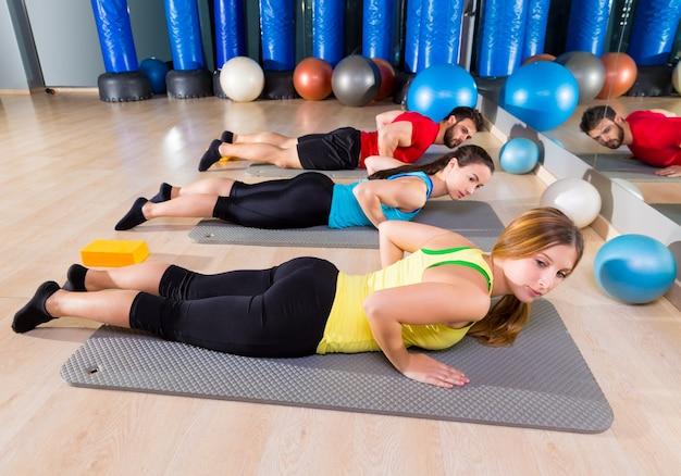 Pilates yoga training exercise in academia de ginástica