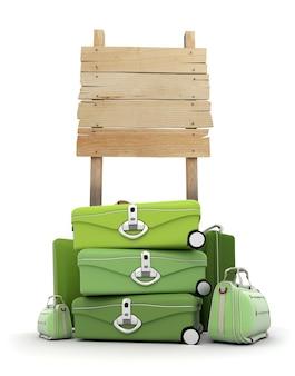 Pilha de bagagem perto de uma placa de madeira