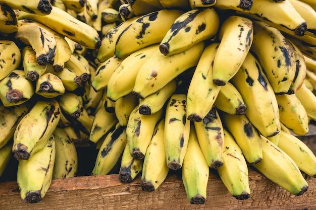 Pilha de bananas maduras
